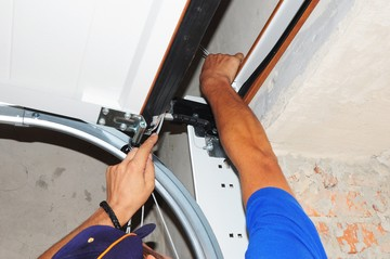 Garage Door Spring Repairs in Pine Castle by Garage Door Tech